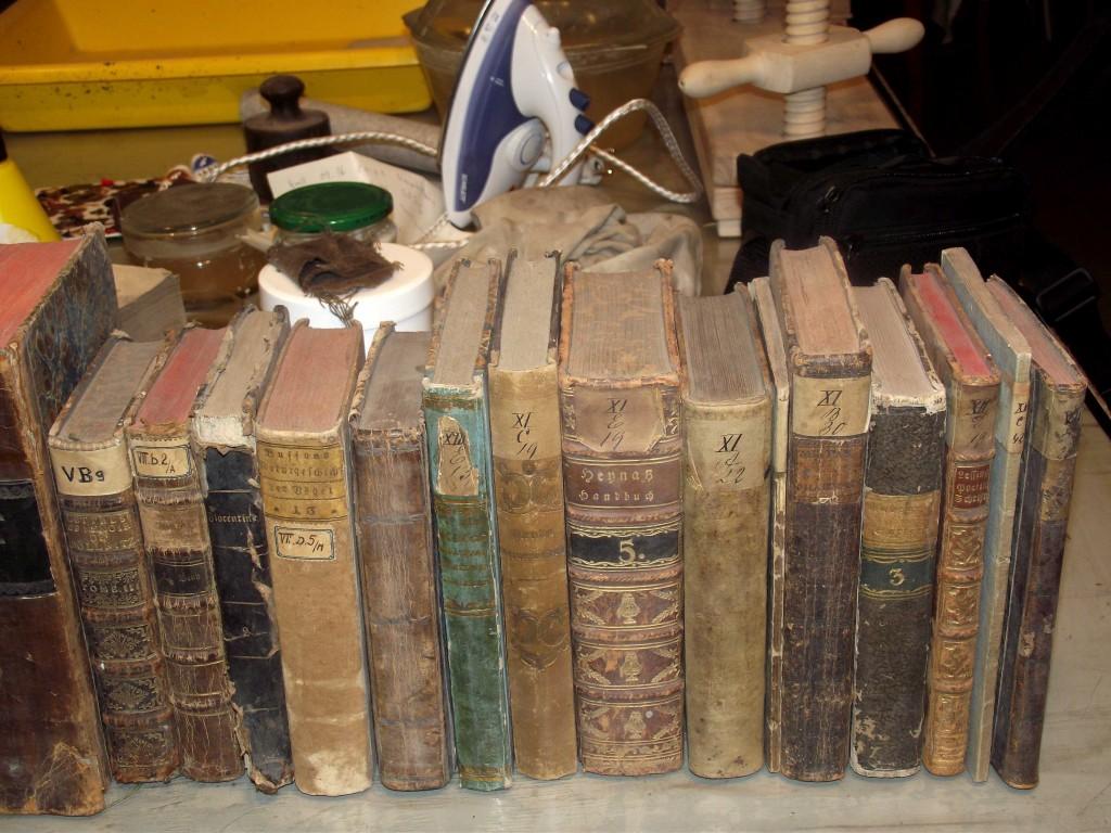 Könyvek restaurálás előtt